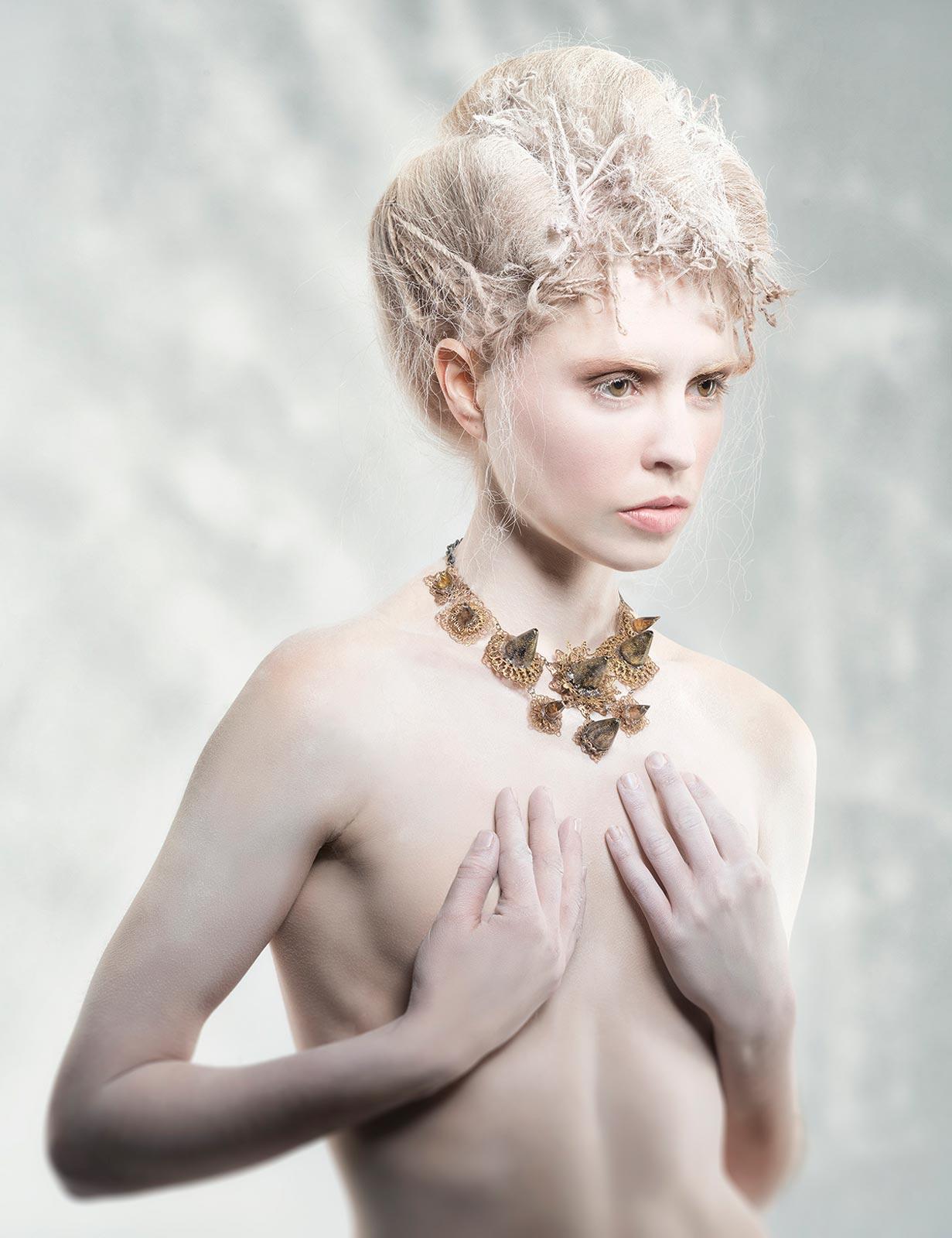 Plesové účesy 2015 ako hra s textúrou vlasov