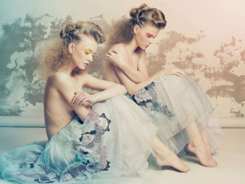 Gabriela Revellese – účesy z kolekcie Imprese pre rok 2014 na dvoch modelkách.