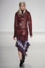 008-vlasy-na-stranu-richard-chai-love--rtw-fall-2014-2015