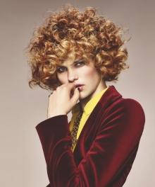 008-boho-curl-schwarzkopf-ucesy-jako-modern-glamour