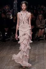 Rose Quartz a Serenity – farby roka 2016 a móda: Alexander McQueen - Spring/Summer 2016