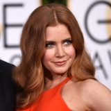 020-spolocenske-ucesy-amy-adams-golden-globes-2016