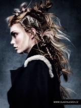 008-ruzove-vlasy-darren-ambrose-british-hairdressing-awards-2015