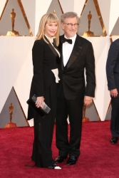 007-kate-capshaw-steven-spielberg-oscars-2016-red-carpet
