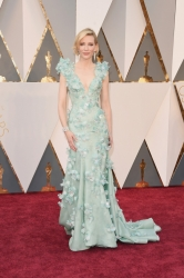 014-cate-blanchett-saty-armani-privé-oscars-2016-red-carpet