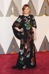 018-amy-poehler-saty-andrew-gn-oscars-2016-red-carpet