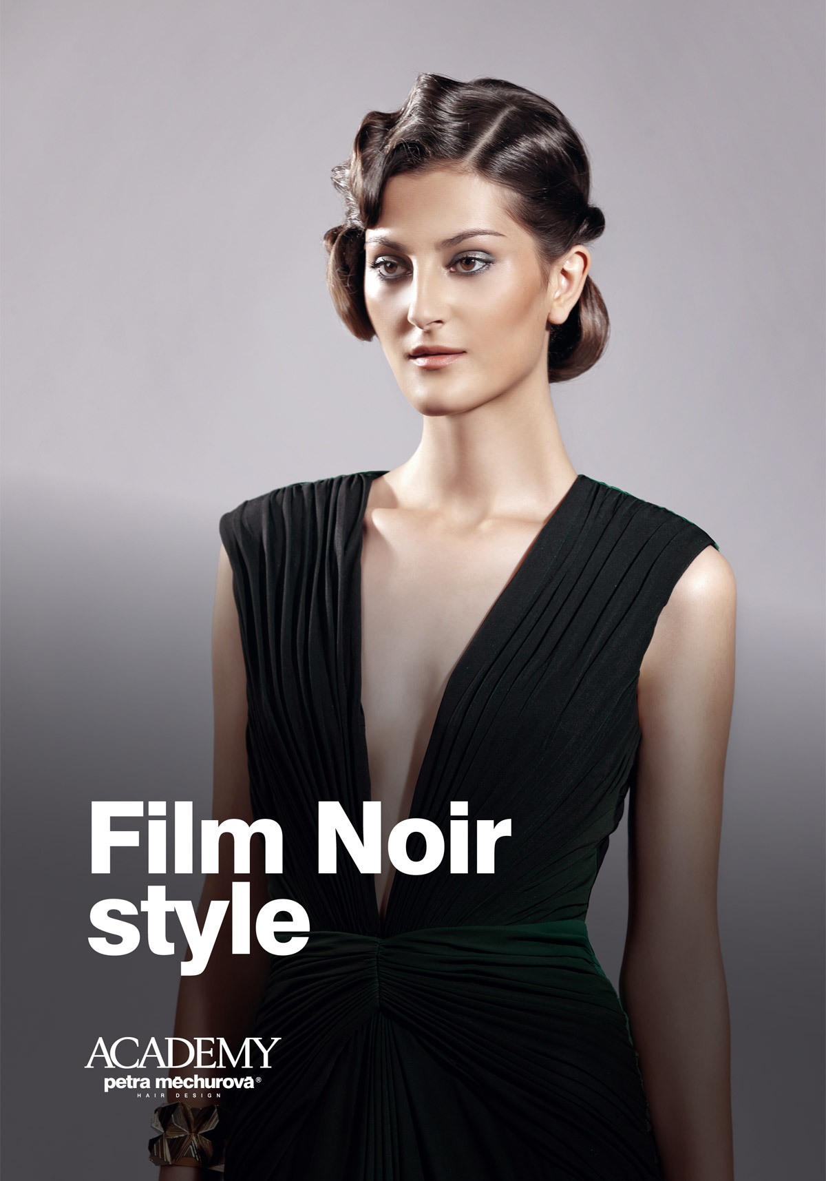Slavnostní účes pro léto od Lenky Jakubové s názvem Film Noire style.