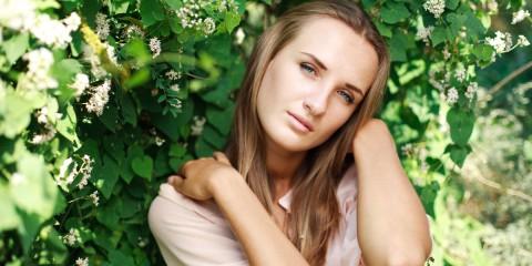 Pripravte si vlastnú prírodnú vlasovú kozmetiku. Poradíme vám, aké byliny a ingrediencie sú vhodné pre svetlé, hnedé, ryšavé, či extra tmavé vlasy.