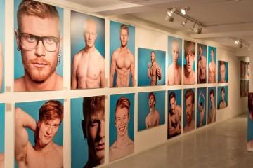 Fotograf Thomas Knights vystavuje 40 ryšavých mužov na fotografiách, ktorí chcú ukázať krásu ryšavých hláv a predstaviť sa ako kandidáti na Jamesa Bonda.