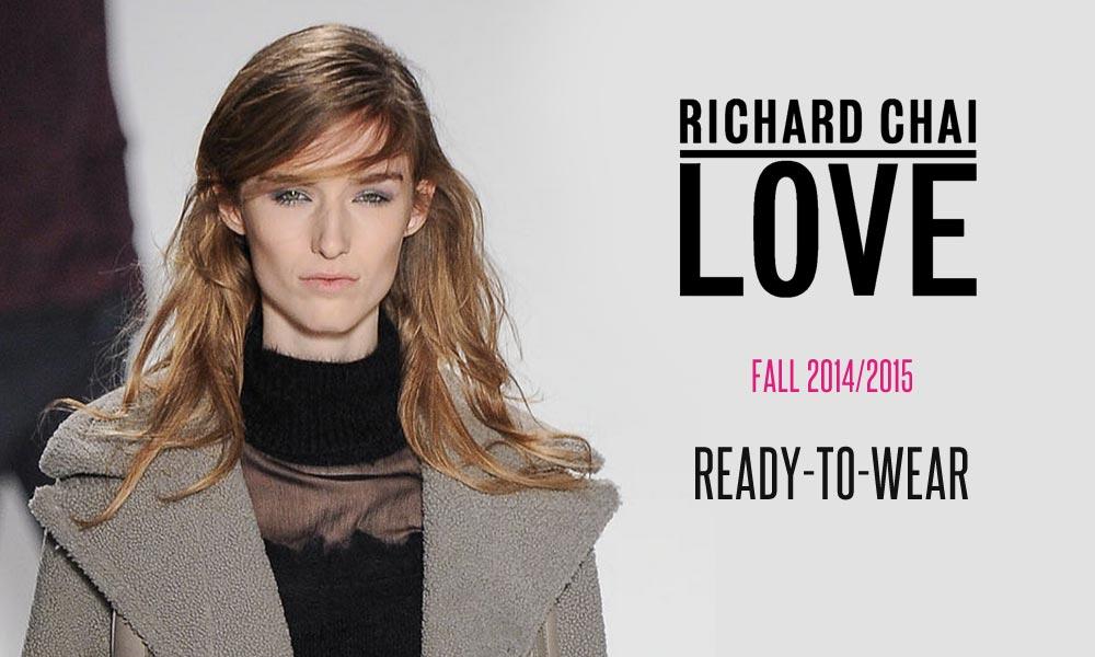 Účes z RTW kolekcie Richard Chai Love pre jeseň a zimu 2014/2015 pobozkal vietor. Pôvodne uhladený účes dostal tretí rozmer vďaka štýlovému rozstrapateniu.