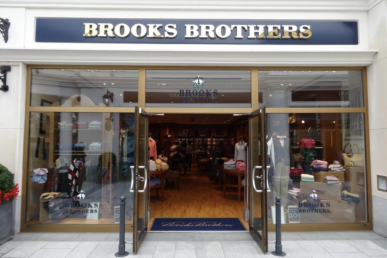 V Designer Outlet Parndorf nechýba novo ani značka amerických prezidentov – móda Brooks Brothers.