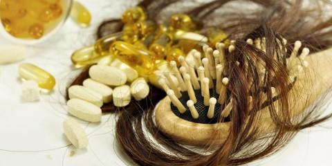 Lieky bývajú jednou z príčin padania vlasov. Viete ktoré lieky vás môžu pripraviť o vlasy? Väčšinou síce len dočasne, ale napriek tomu! Na ktoré si dať pozor?