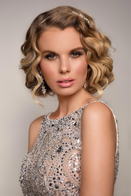Účesy na ples pre dlhé vlasy tento rok fandia vlnám. Inšpirujte sa účesmi Lizzie Liros z kolekcie Red Carpet.