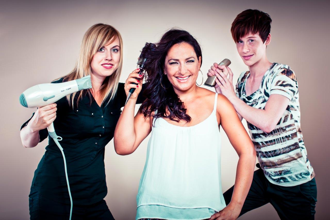 Tým kaderníckeho štúdia Sanett – zľava Veronika Malotínová, majiteľka salónu Eva Komínková a Patrik Hagara
