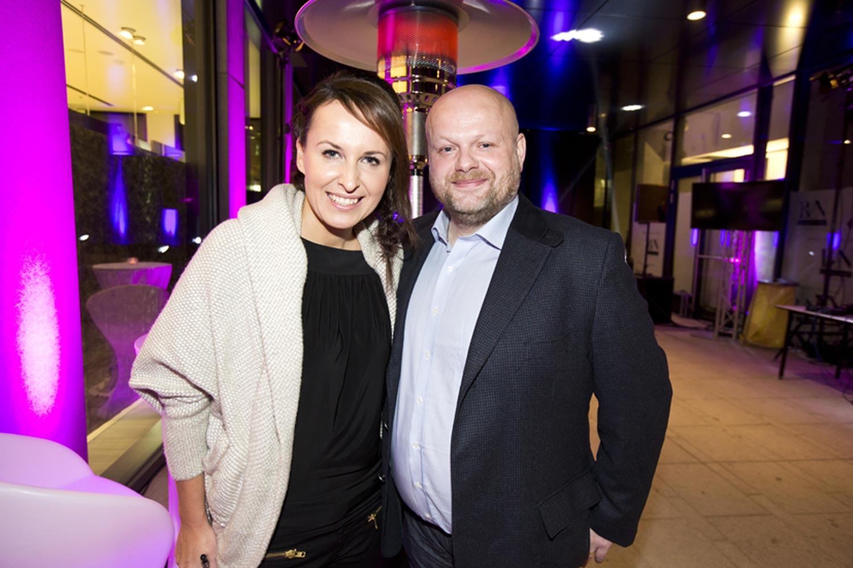 Slávnostným večerom sprevádzala Lucia Šilhánová. Na fotografii s majiteľom kaderníckej siete Bontom, pánom Karlom Kadlecom.