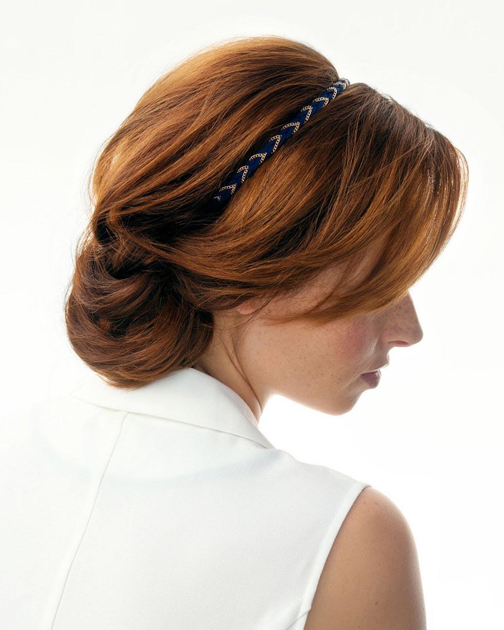 Rýchle účesy pre dlhé vlasy – skúste sviatočný drdol s čelenkou!
