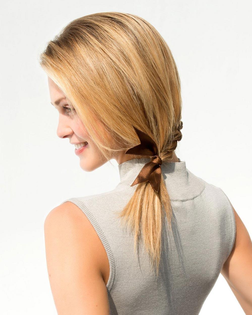 Rýchle účesy pre dlhé vlasy – mini vrkôčik s vianočnou mašľou