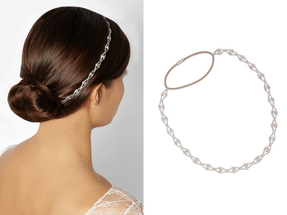 Čelenka do vlasov vyzerajúca ako šperk sa nosí.