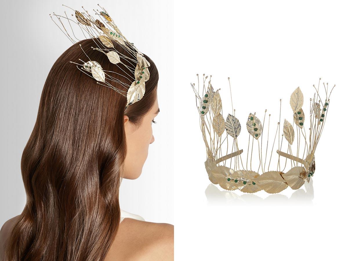 Do spoločnosti, na plesy, na večierky a na party sa nosia čelenky s fascinátormi.