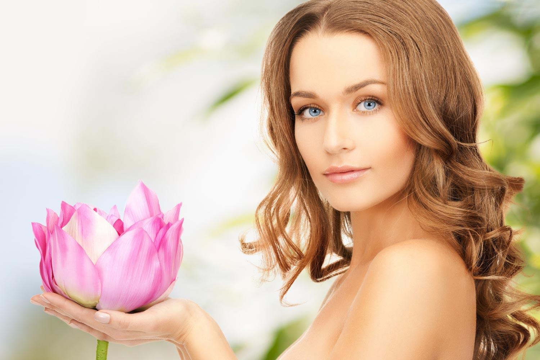 Správny účes a zdravé vlasy sú najrýchlejším omladením, ktoré nám v občianke odpíšu aj niekoľko päťročníc!