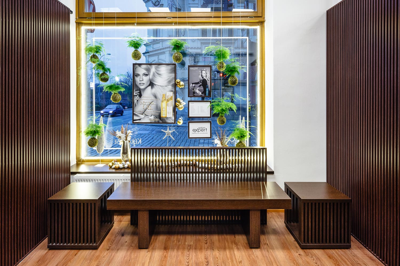 Pre interiér svojho salóna LIQUID našiel jeho majiteľ Rostislav Janků inšpiráciu vo švédskom prírodnom dizajne aj v Ázii a japonským štýlu, ktorý je jeho srdcovou záležitosťou.