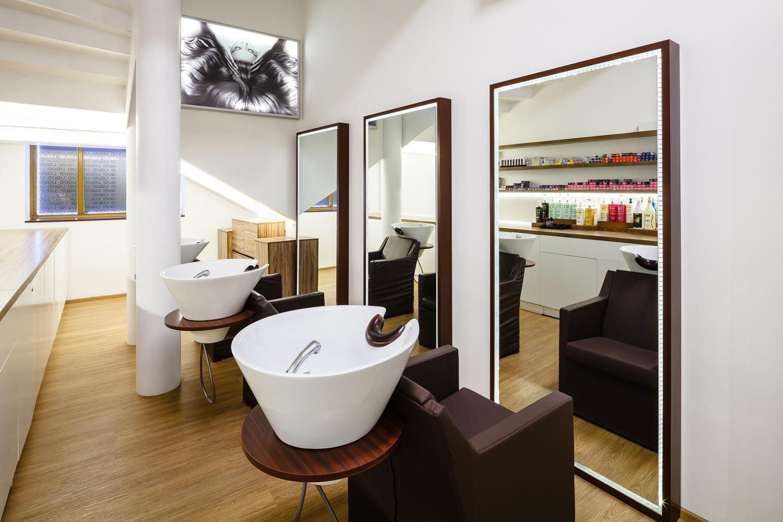 Pre interiér svojho salónu LIQUID našiel jeho majiteľ Rostislav Janků inšpiráciu vo švédskom prírodnom dizajne aj v Ázii a japonským štýlu, ktorý je jeho srdcovou záležitosťou.