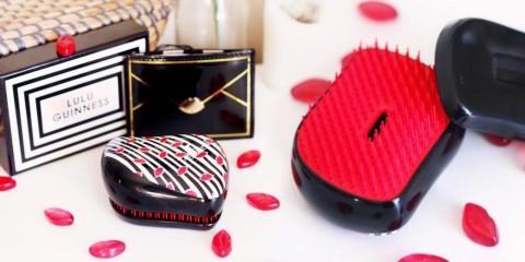 Dve slávne britské značky spojili svet krásnych vlasov a módnych doplnkov a vznikla horúca designová novinka – kefa Tangle Teezer od Lulu Guinness.