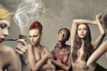 Dymové líčenie– obrovský hit v make-upe predchádzajúcich sezón, patrí v roku 2015 skôr na vlasy. Ozvláštni blond a vie zamaskovať aj prvé šediny tmavovlásiek.
