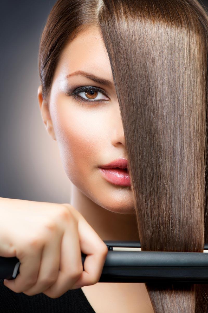 Pri službe Biolage kauterizácia sú vlasy hĺbkovo obnovované za pôsobenia tepla žehličkou na vlasy.