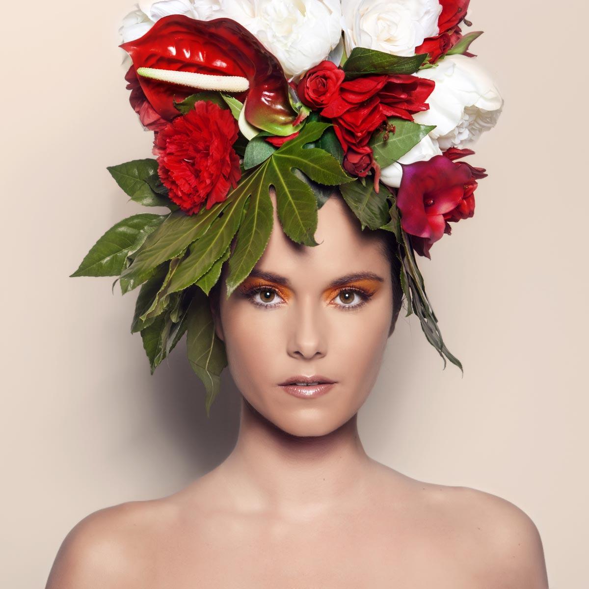 Výrazným prvkom kolekcie Honza Kořínek The Butterflies sú nádherné fotografie, kde vlasy nahradili obrie kvetinové kompozície.