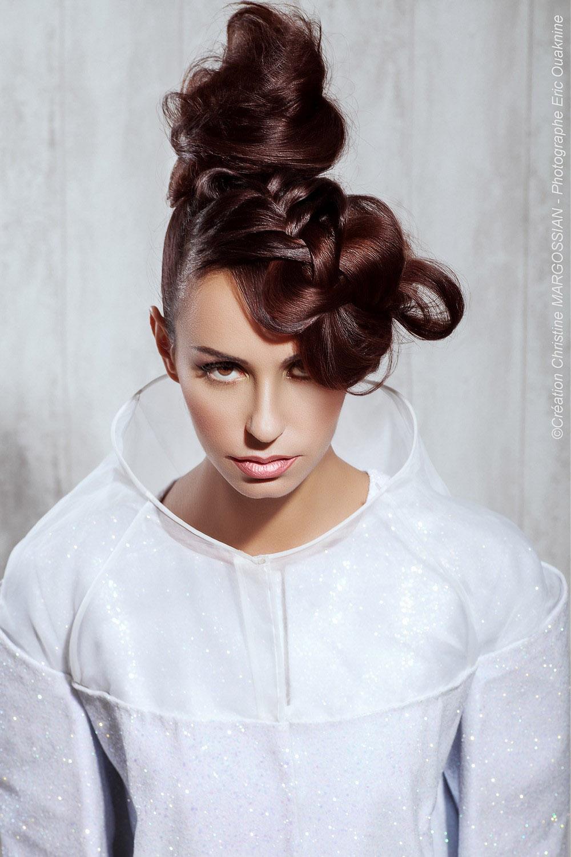Svadobné účesy z dlhých vlasov 2015 – pletenie nemusí vypadať staromódne. Inšpirujte sa modernou kolekciou svadobných účesov od Christine Margossian.