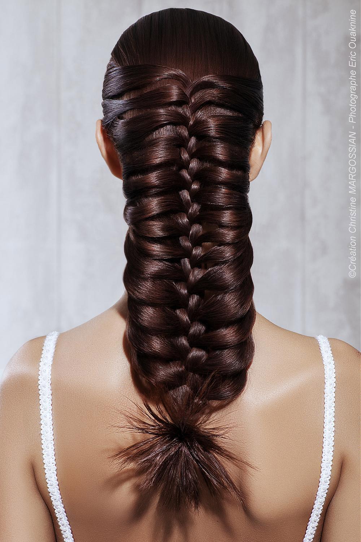 Rybí chvost alebo vianočka? Tento svadobný účes z dlhých vlasov bude každý obdivovať. (Kaderník: Christine Margossian)