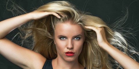 Ako si nechať narásť dlhé vlasy? Mám pre vás návod, ako začať, ako to vydržať, ako rastu vlasov pomôcť aj ako čo najlepšie sa o rastúce vlasy starať!