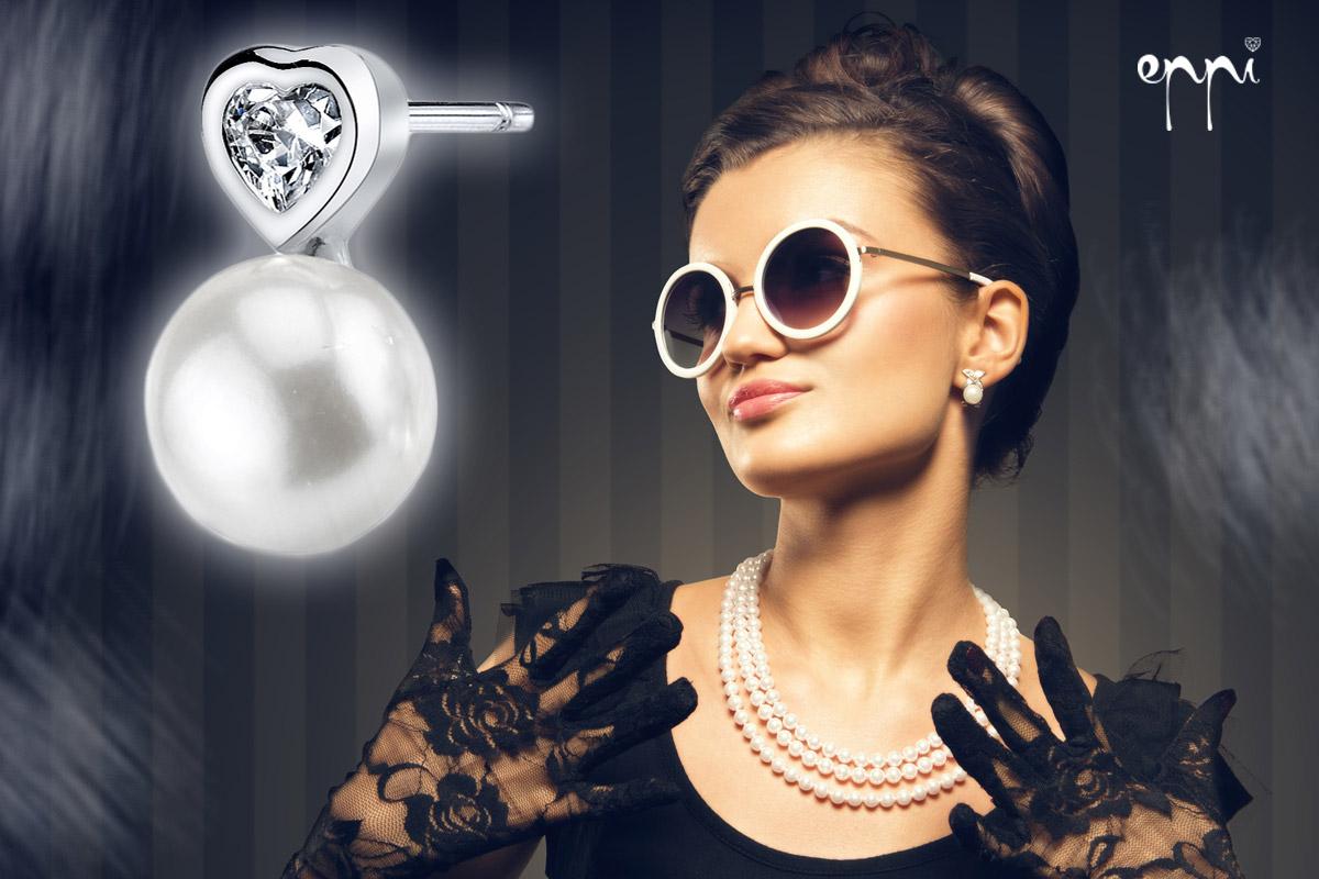 Naučte sa kombinovať šperky a účesy! Najmä náušnice musíte dokonale zladiť s vašim účesom. Tipy na zlaté a strieborné náušnice, prstene, náhrdelníky aj ďalšie šperky nájdete v internetovom klenotníctve Eppi.cz.