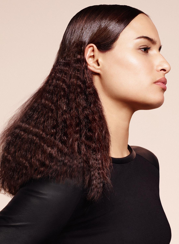 Efekty vo vlasoch podľa Delphine Courteille: efektné krepovanie. Účesy pre jeseň/zima 2015/2016.