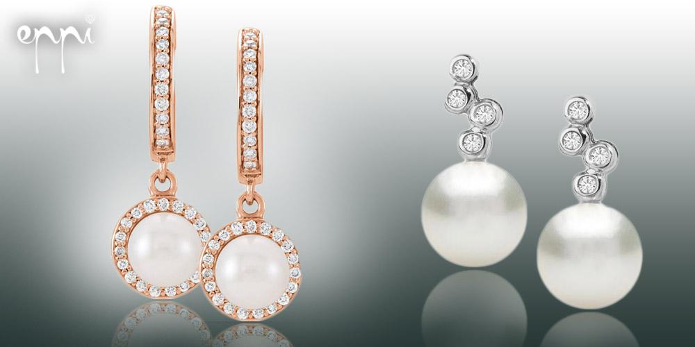 Perlové náušnice sú univerzálny luxus. V ušnom lalôčiku môžete mať jednoduchú perlu, alebo zvoliť málinko zdobenejšie perlové náušnice. Kúpite ich v internetovom klenotníctve Eppi.cz.
