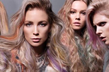 Dúhové vlasy hrajúce celou paletou farieb – to je celkom extrémna zmena vlasov. Ale farebné vlasy ako pastelové melíry môžu vyzerať aj decentne.