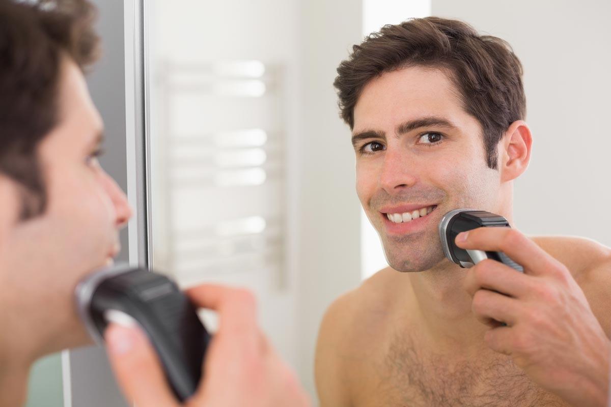 Suché holenie elektrickým strojčekom nezavrhujú ani špecialisti na holenie. Vyžaduje síce disciplínu a každodenné holenie bez vynechania, súčasne je ale vhodné aj pre mužov s extrémne citlivou pokožkou.