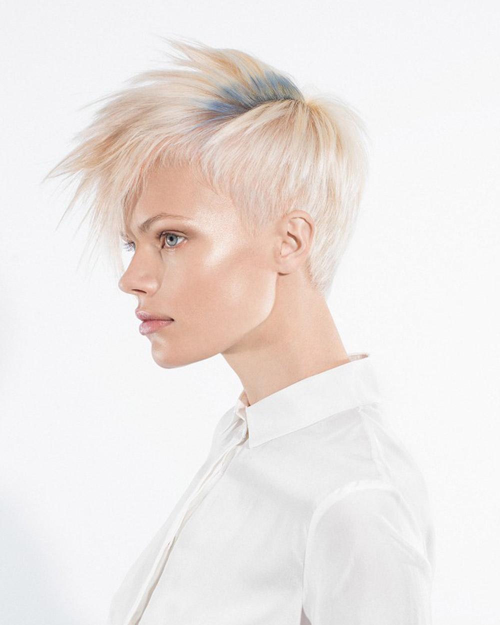 Patina blond krátke účesy oživte decentne farbou. Krátky účes je z kolekcie Cosmopol Collection od Raffel Pages. (Foto: David Arnold)