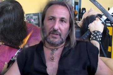 Alberto Olmedo strihá vlasy mečom, ohňom a špeciálnymi prstovými nožnicami. Aj preto si vyslúžil prezývku Nožnicovoruký Edward.
