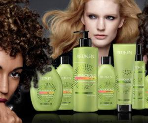 Redken vyzýva všetky kučeravé krásky k rebélii. Zahoďte žehličky na vlasy a ukážte svoje kučeravé vlasy v plnej kráse s kozmetikou Curvaceous.