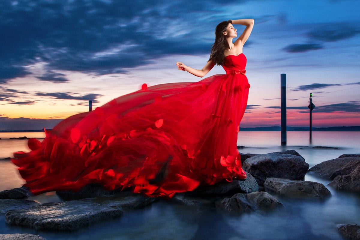 Spoločenské šaty či kokteilky využijete aj večer na dovolenke. Vďaka nim zažiarite ako femme fatale. Pekné spoločenské šaty za dobré ceny kúpite na Mooda.sk.