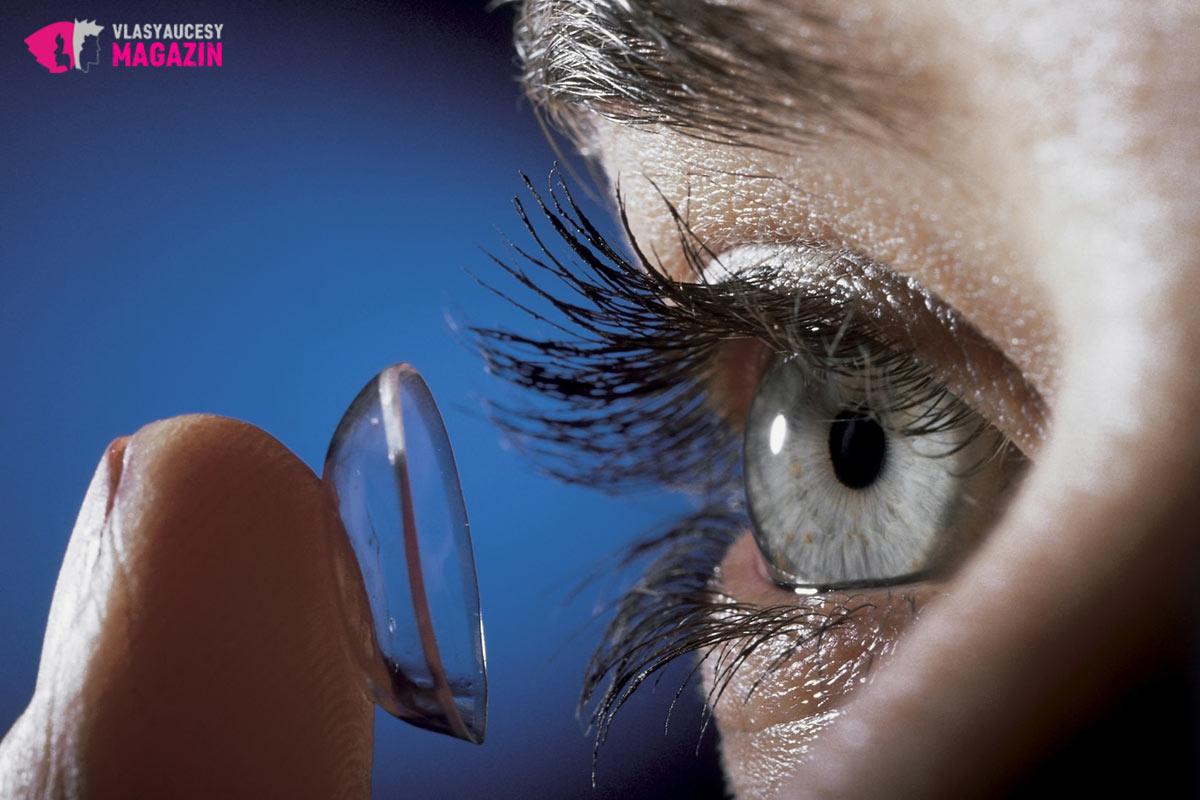 O tom, kto všetko nosí dioptrie, často ani nevieme. Kontaktné šošovky to dokonalo maskujú.